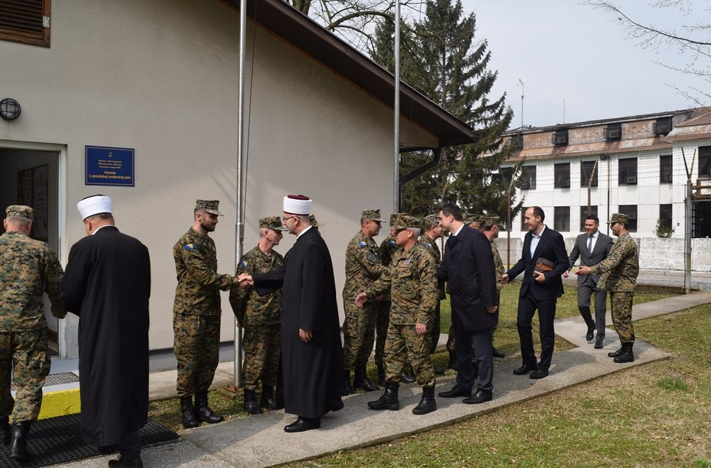 Tuzlanski i Vojni muftija posjetili 2. pješadijski puk Oružanih snaga Bosne i Hercegovine