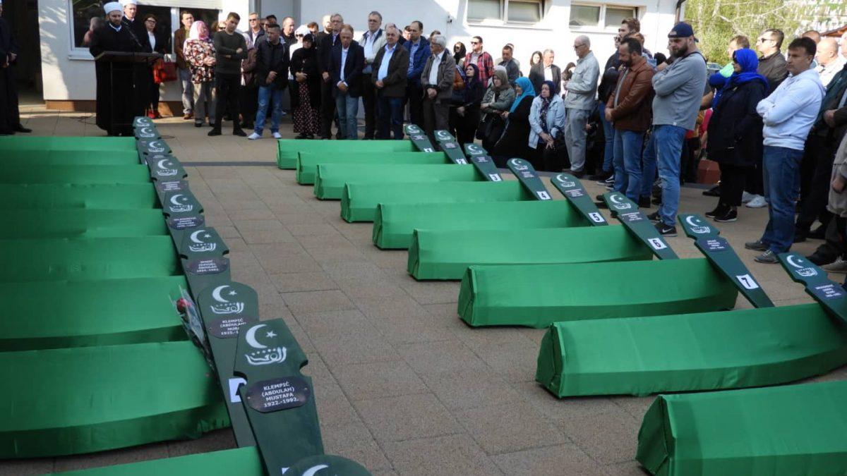 Iz Tuzle ispraćeni tabuti s posmrtnim ostacima 20 ubijenih Vlaseničana