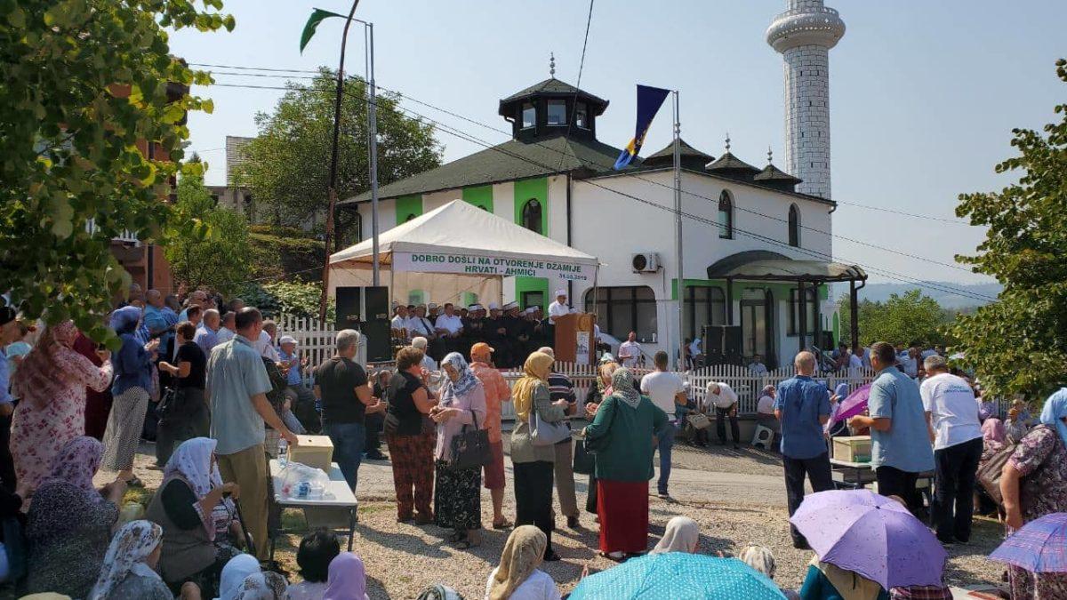 Otvorena džamija u lukavačkom džematu Hrvati-Ahmići