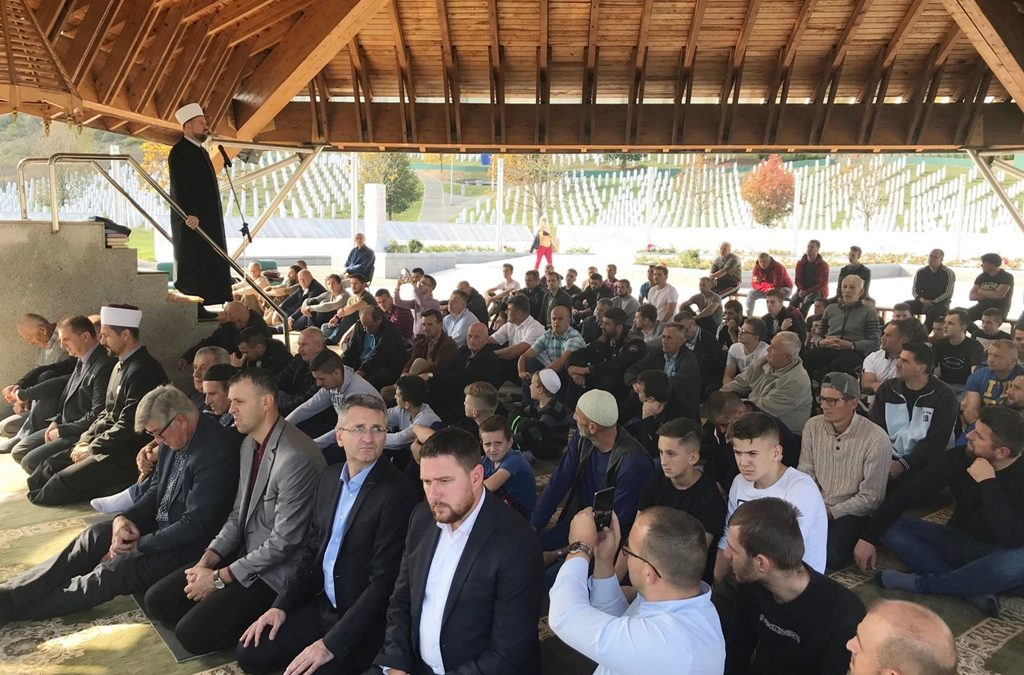 Džuma-namaz na musalli Šehitluka u Potočarima