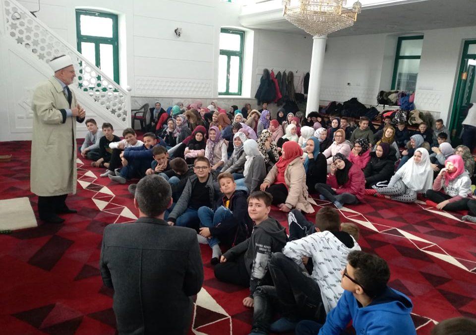 """Učenici JU OŠ """"Hasan Kikić"""" posjetili Bijelu džamiju"""