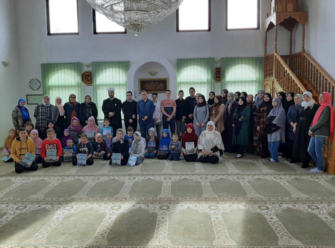 Volonteri Behram-begove medrese uručili donaciju džematu Voljavica u Bratuncu