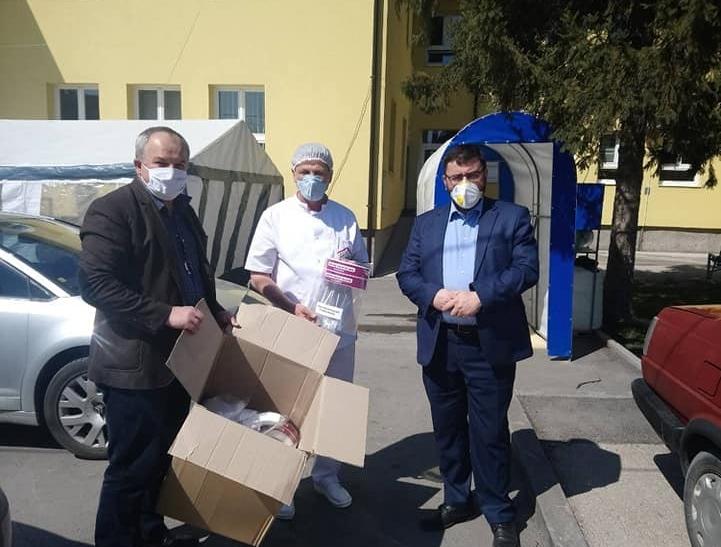 Zaštitni viziri i maske za domove zdravlja u Tuzli, Kalesiji, Živinicama, Gradačcu i Lukavcu
