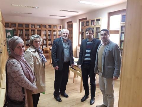 Biblioteku Behram-beg posjetio direktor BKC-a Kalesija sa saradnicama