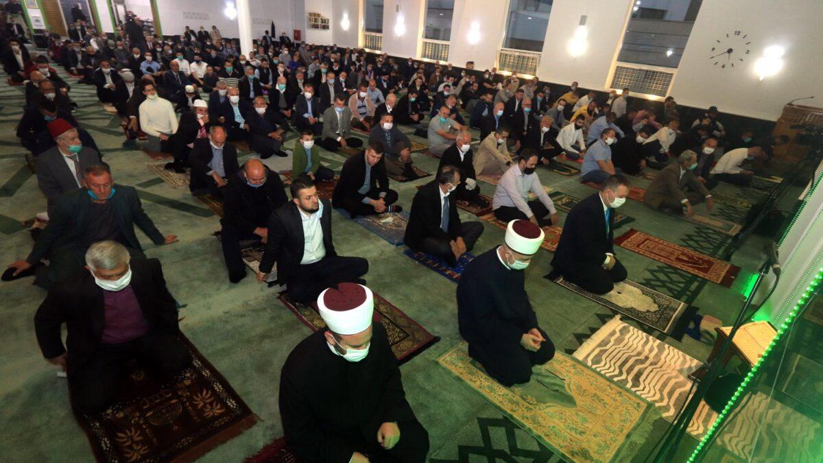Centralna bajramska svečanost u Džamiji Kralj Abdullah u Tuzli (FOTO)