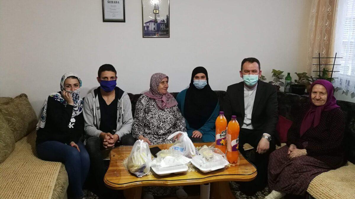 Mladi u Kladnju pripremali i dostavljali iftare džematlijama