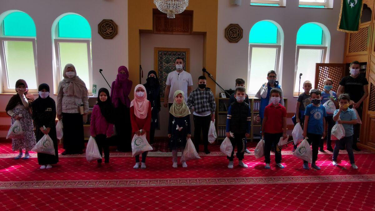 Hedije za polaznike mekteba Svijetle džamije u Tuzli
