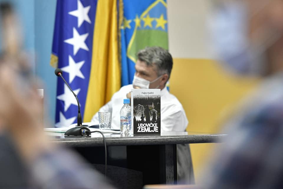 """U Tuzli promoviran roman """"Udovičke zemlje"""""""