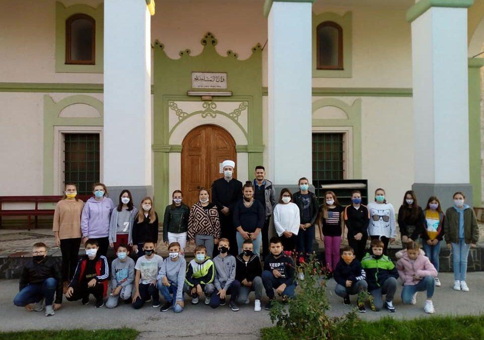 Orašje: Učenici osnovne škole posjetili Azizija džamiju