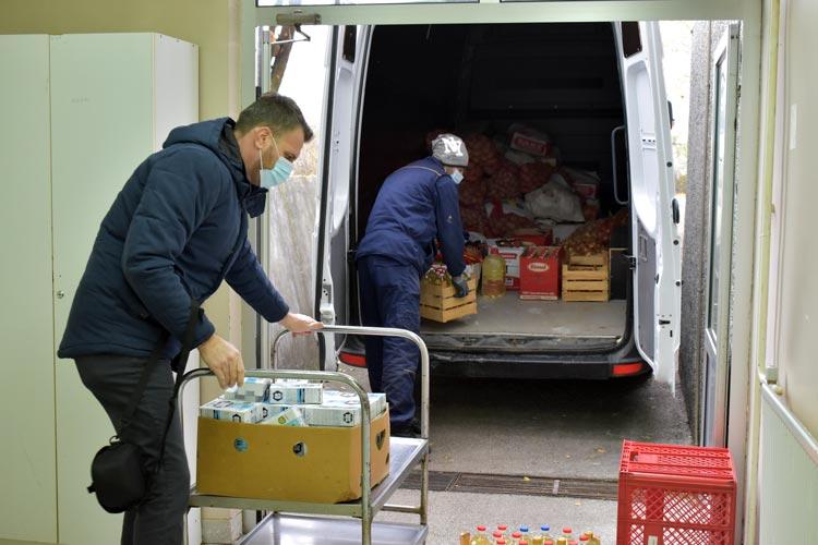 Medžlis Islamske zajednice Brčko brčanskoj bolnici donirao prehrambene artikle