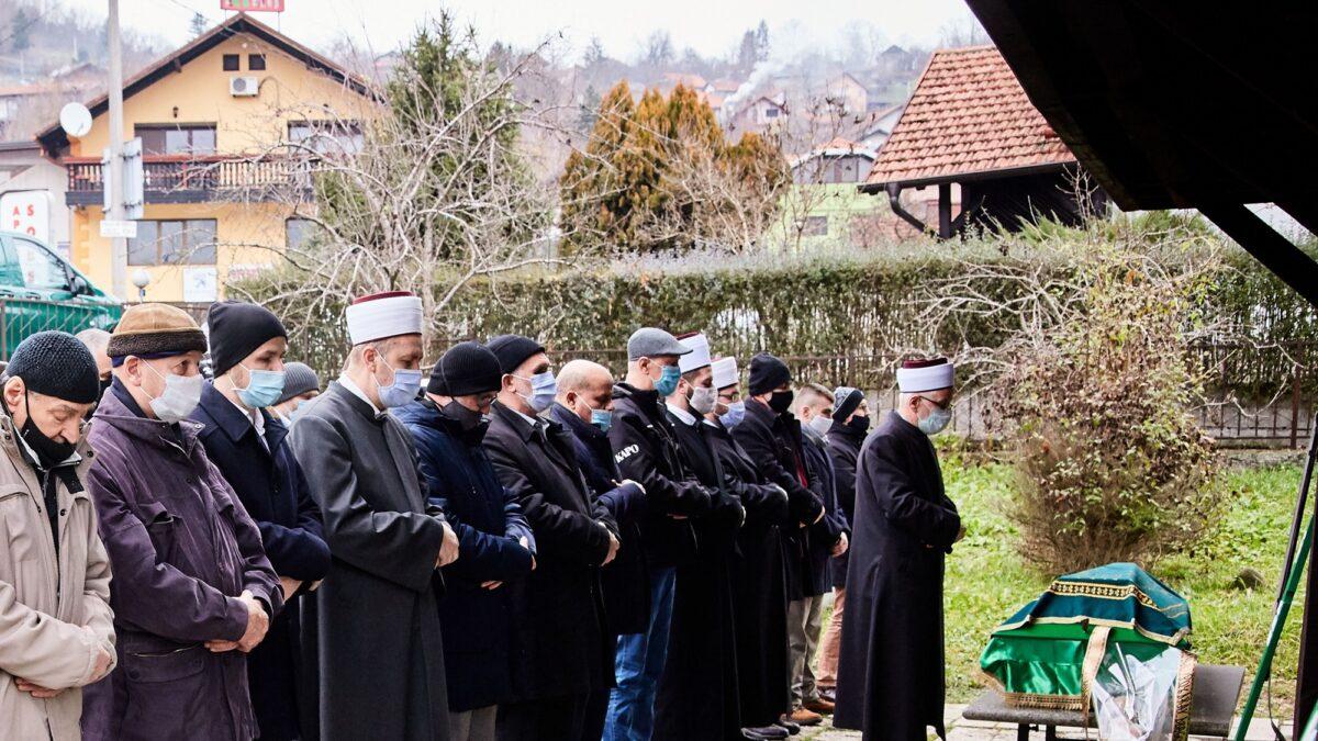 Klanjana dženaza prof. Abdulahu Hodžiću