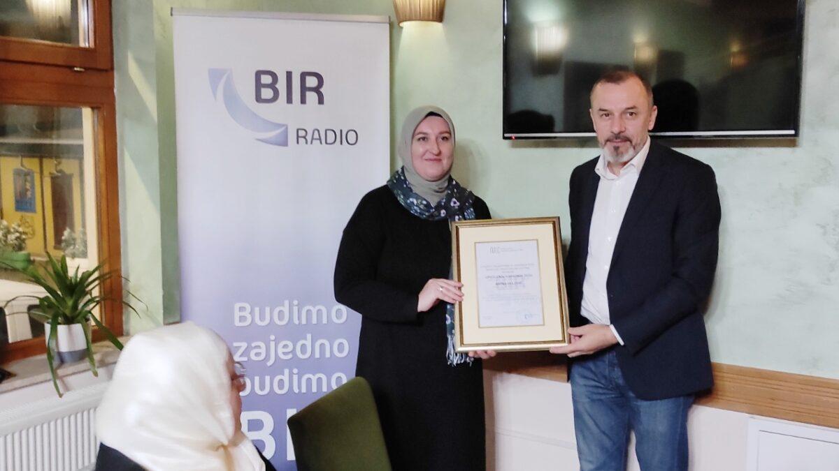 Priznanje saradnici Radija BIR s područja Tuzlanskog muftijstva
