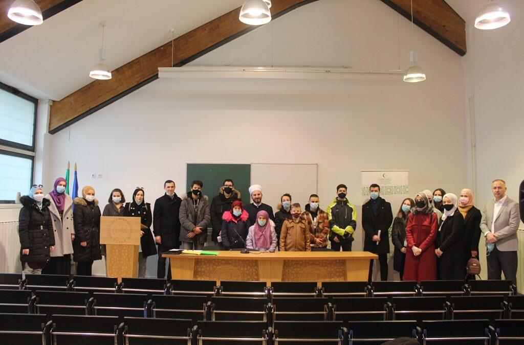 Medžlis Tuzla dodijelio 36 stipendija za učenike i studente