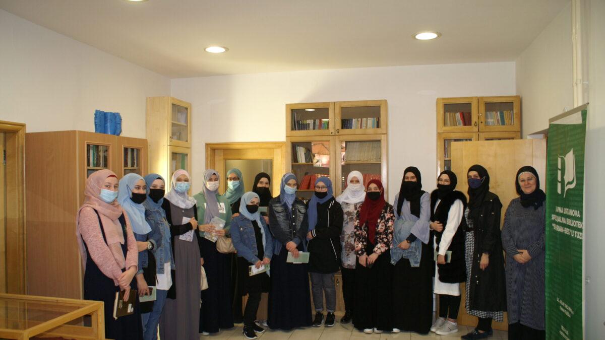 "Učenice Behram-begove medrese posjetile Biblioteku ""Behram-beg"""