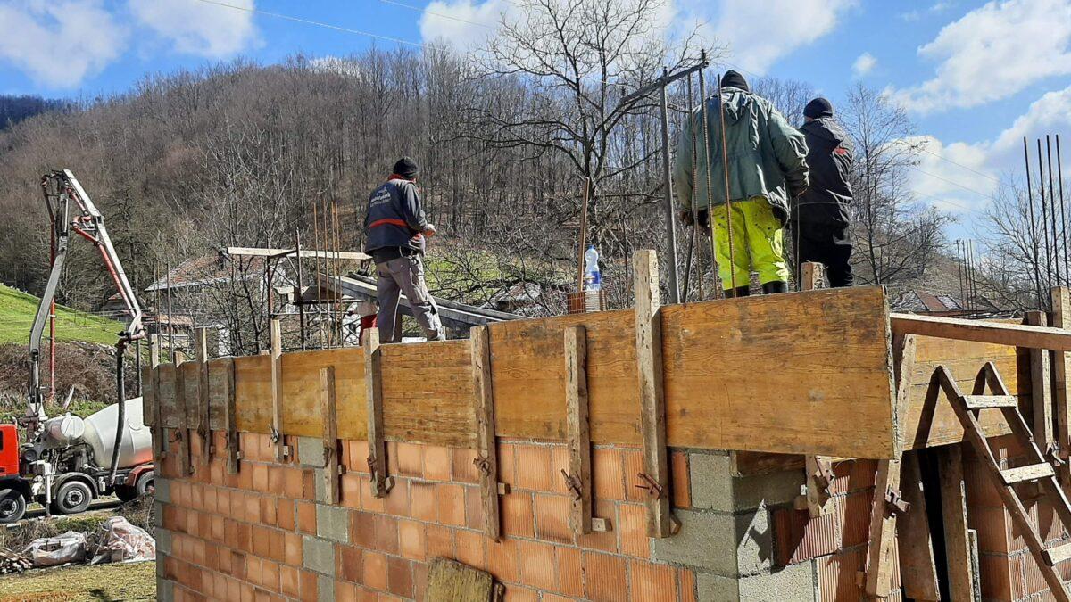 Medžlis IZ Gradačac u akciji izgradnje kuće demobilisanom borcu