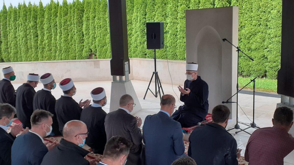Na šehidskom mezarju Veljaci obilježena 29. godišnjica od stradanja Bošnjaka u Bratuncu