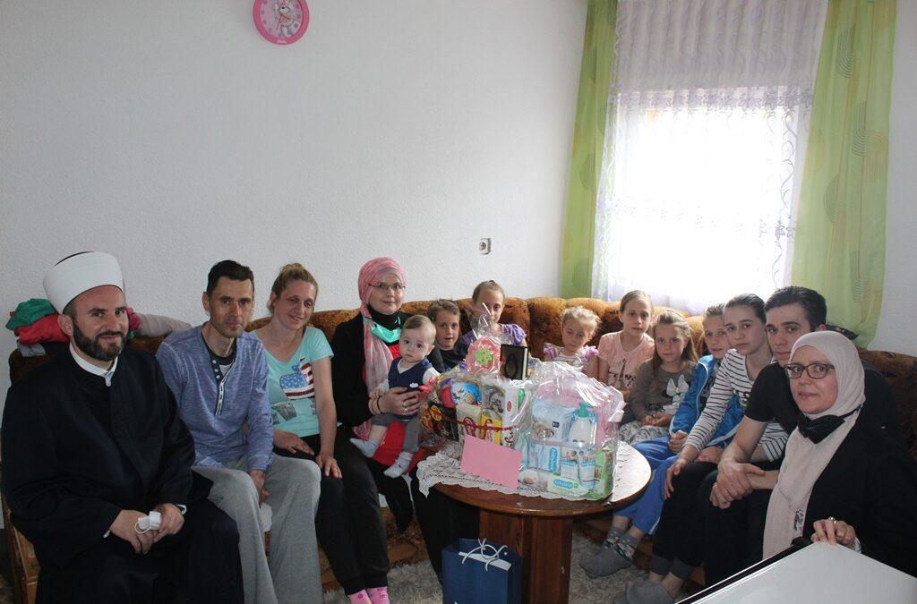 Reisu-l-ulema darovao deveto dijete u porodici Hamidović iz Tuzle