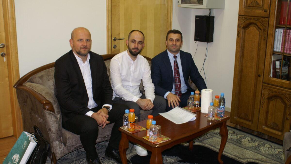 """Predstavnici Gazi Husrev-begove biblioteke posjetili Biblioteku """"Behram-beg"""""""