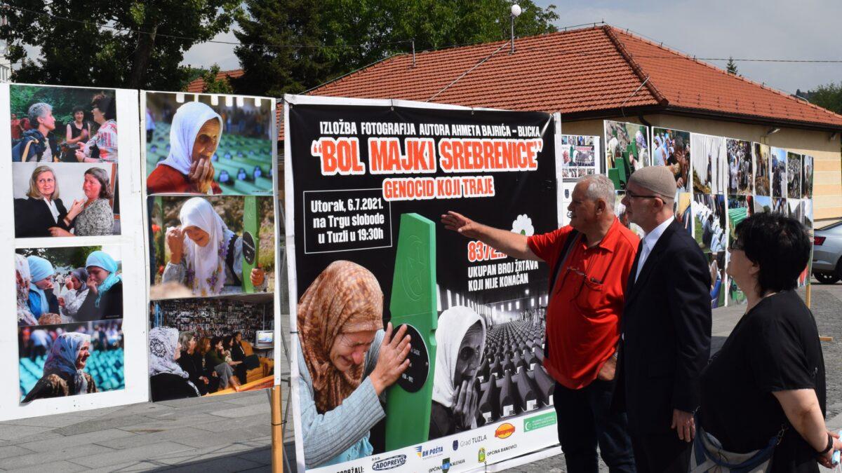 """Muftija Fazlović posjetio izložbu fotografija """"Bol majki Srebrenice – genocid koji traje"""""""