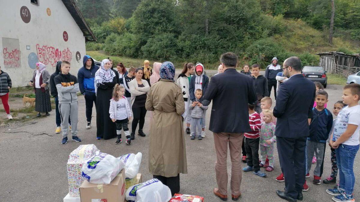 Uručeni paketi za djecu u banovićkim naseljima Ježevac i Mrdići