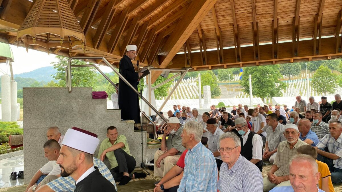 I tokom juna i jula obavljani džuma-namazi na musalli u Potočarima