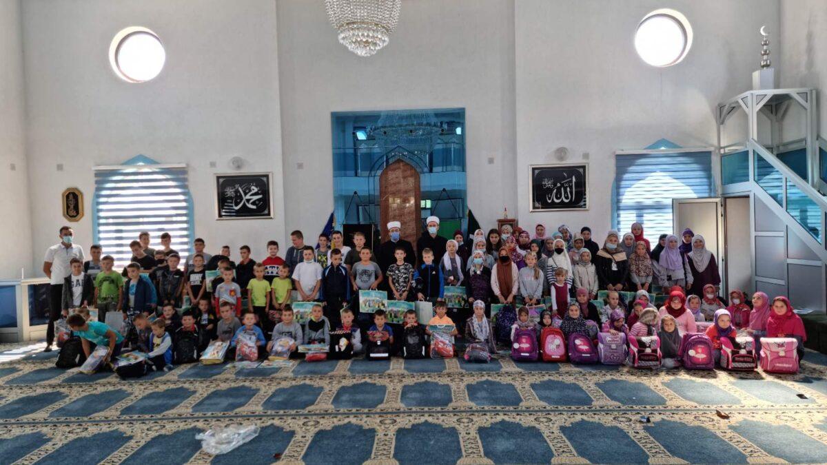 Donacija Islamske zajednice učenicima u povratničkim džematima