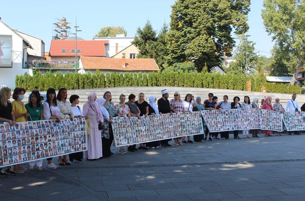 Uz majke Srebrenice